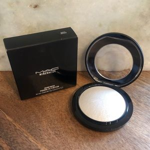 MAC Mineralize Skinfinish in Barely Dressed